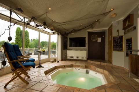 Jacuzzi at Treetop spa